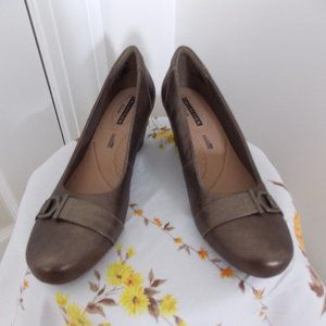 Clarks Collection leather wedge pump size 10M